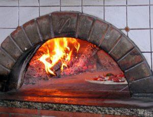 Kaminholz Pizzaofen